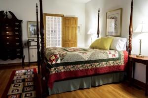 bedroom-558987_960_720