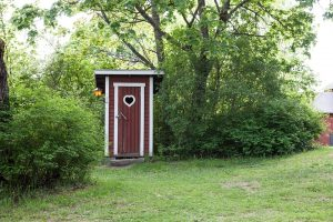 outhouse-1411137_960_720